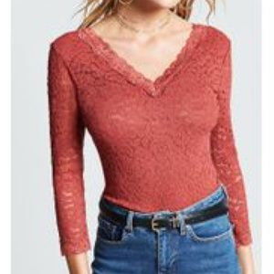RUST LACE V NECK TOP